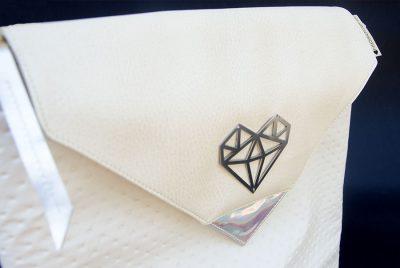 ezsubegzCrystal Opal medium hátizsák logo