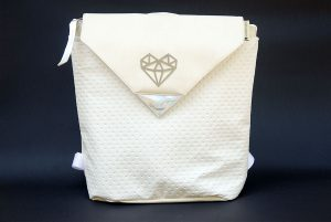 ezsubegz Crystal Opal medium hátizsák